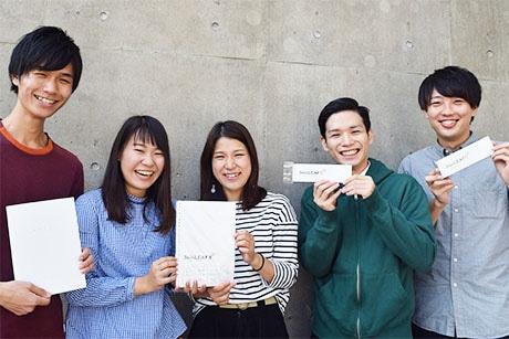 ノートを共同開発した九州大学の学生達