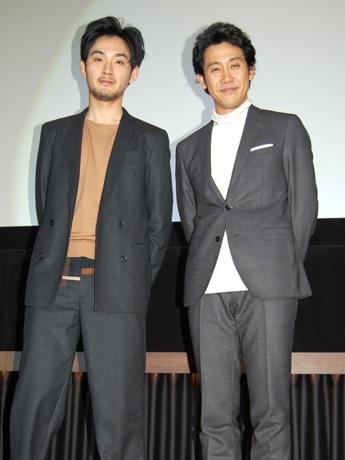 映画「探偵はBARにいる3」主演の大泉洋さん(右)と松田龍平さん