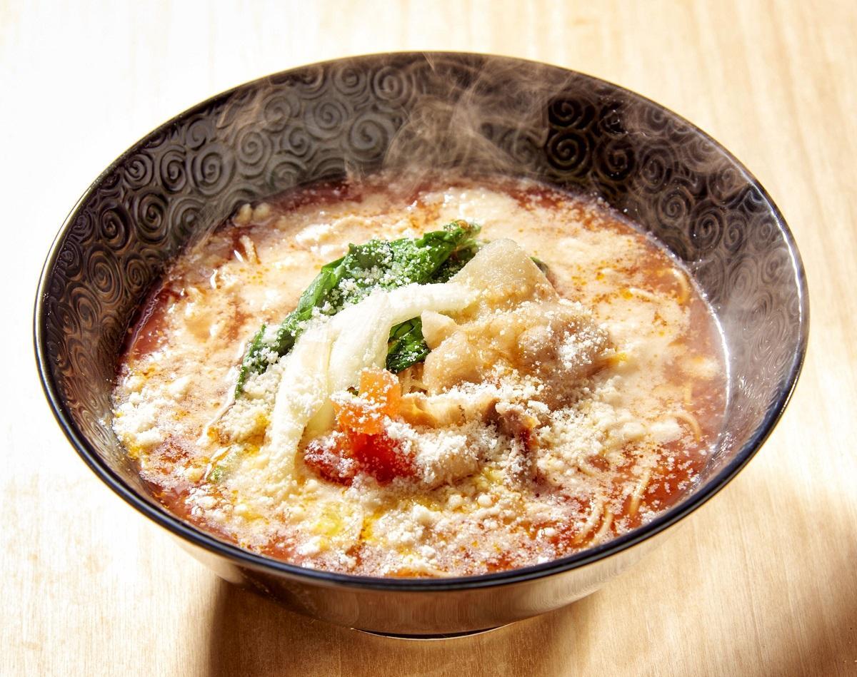 元祖トマトラーメン三味の「元祖トマトラーメン チーズのせ」