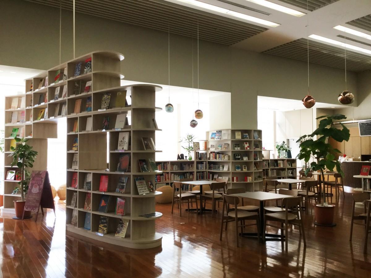 福岡アジア美術館に読書が楽しめる「アートカフェ」がオープン