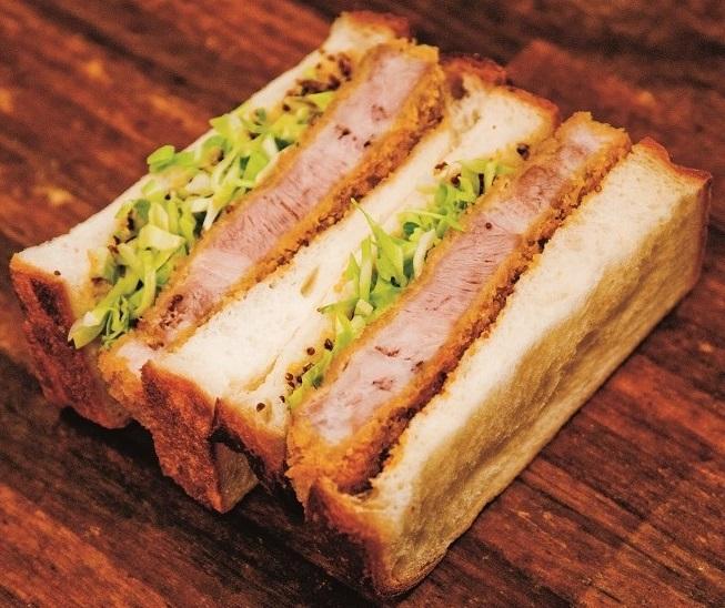 豚肉「東京X」のとんかつを使ったスペシャルカツサンド。「シェ・サガラ」と「吉井十八」がコラボ