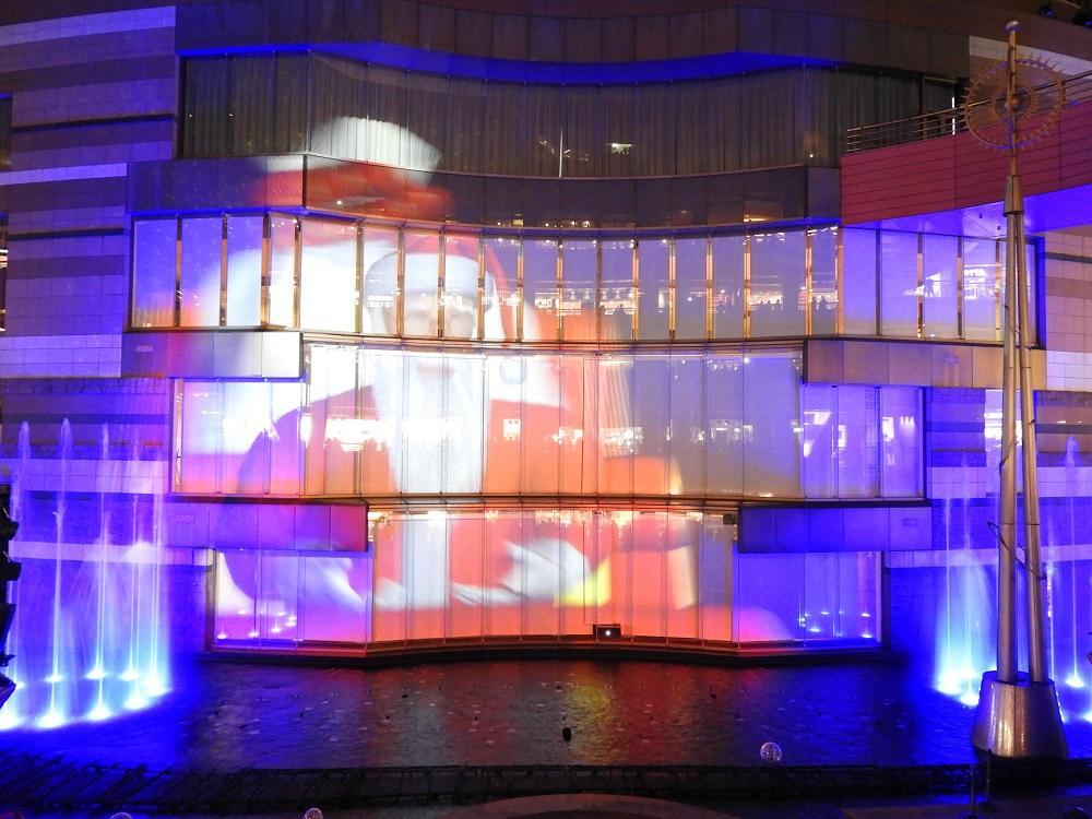 プロジェクションマッピング噴水ショー「クリスマスパノラマ~サンタがキャナルにやってきた!~」
