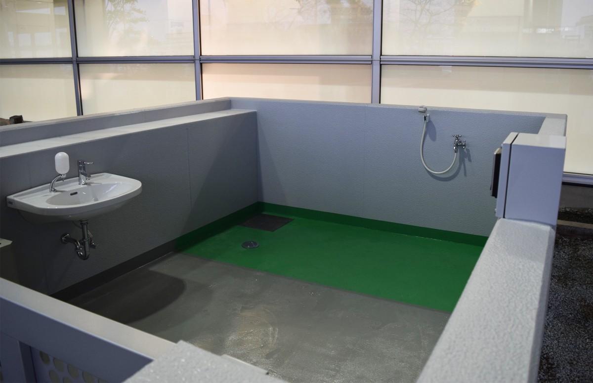 福岡空港国際線ターミナルビルの「補助犬用トイレ」(12月20日の様子)