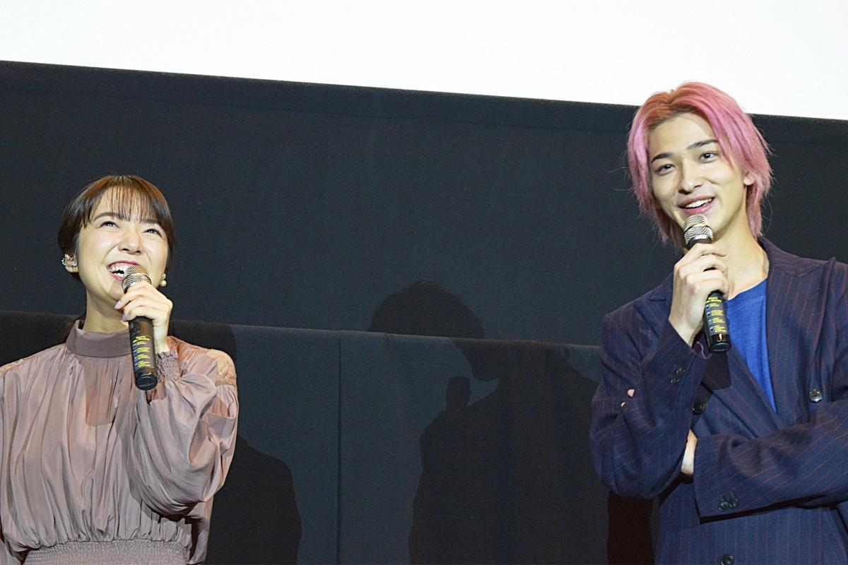 (左から)上白石萌音さん、横浜流星さん