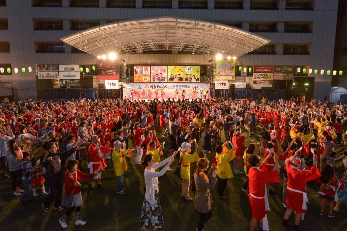 「どんたく総踊り」過去の様子(写真提供:福岡市)