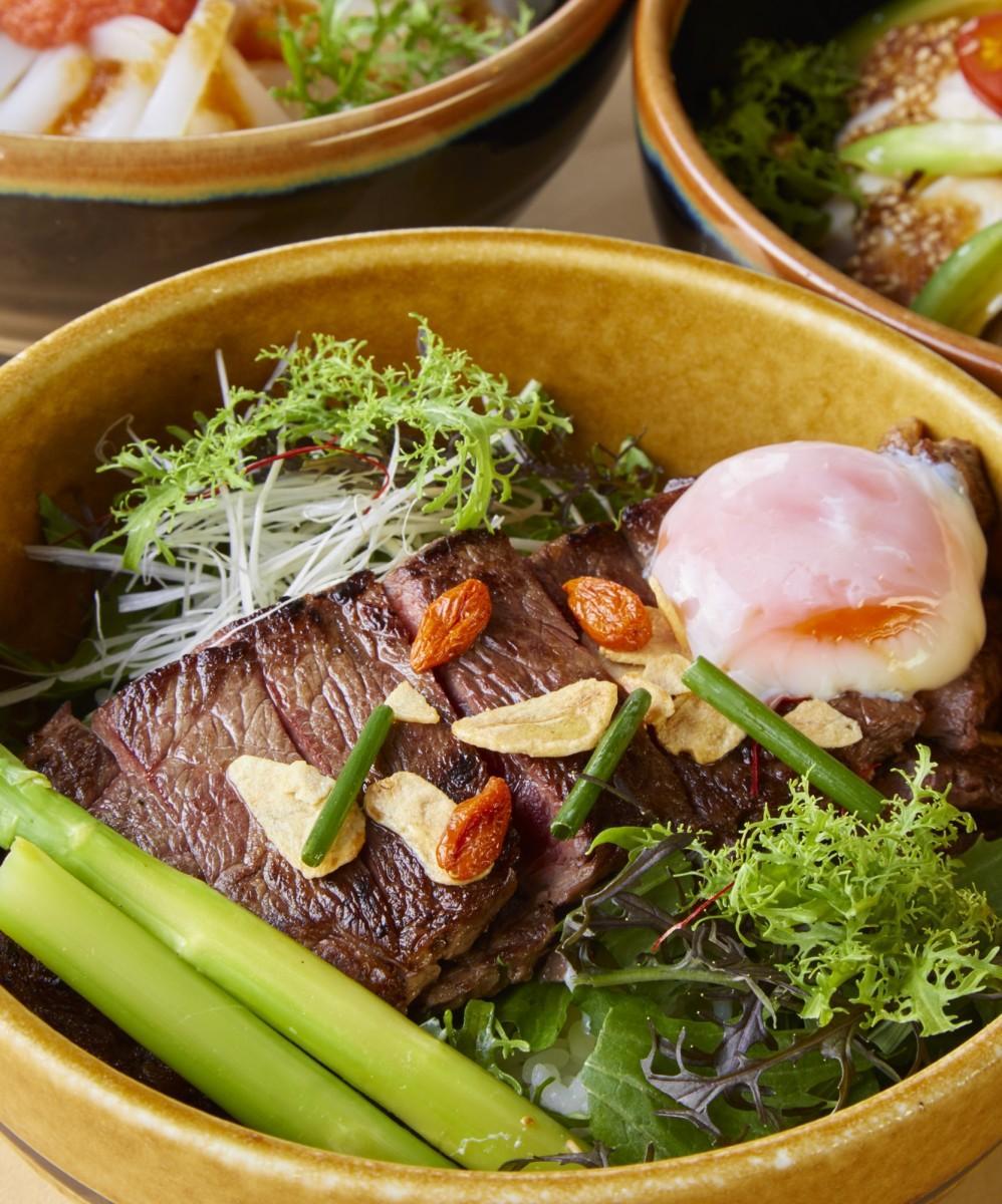 10階「展望レストラン LAPUTA」で提供する「壱岐牛のステーキ丼」