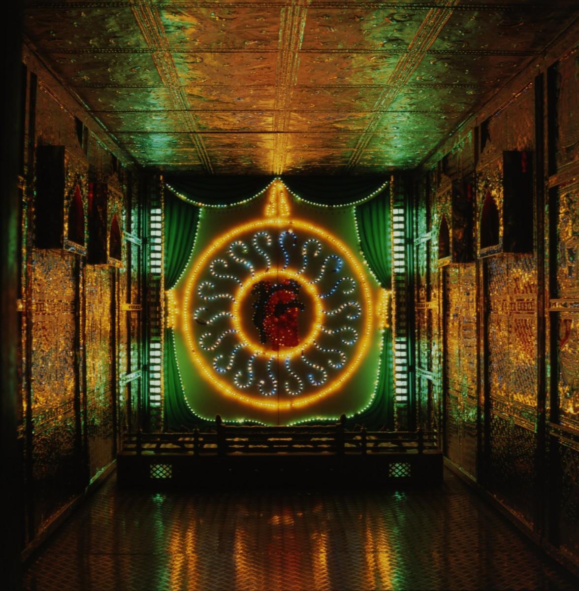 ドゥリヤ・カージー、デイヴィッド・エルスワース、イフティハール・ダーディー、エリザベス・ダーディー[パキスタン]《ハート・マハル》1996年、福岡アジア美術館蔵 Durriya Kazi, David Alesworth, Iftikhar Dadi, and Elizabeth Dadi(Pakistan) Heart Mahal, 1996, Collection of Fukuoka Asian Art Museum
