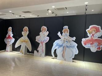 博多マルイでアニメ「カードキャプターさくら」展 イラスト展示やコラボ商品の販売も