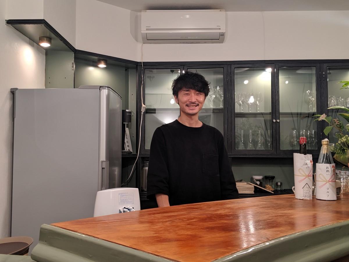 お客さまとのコミュニケーションが楽しいと話す店主の入江さん