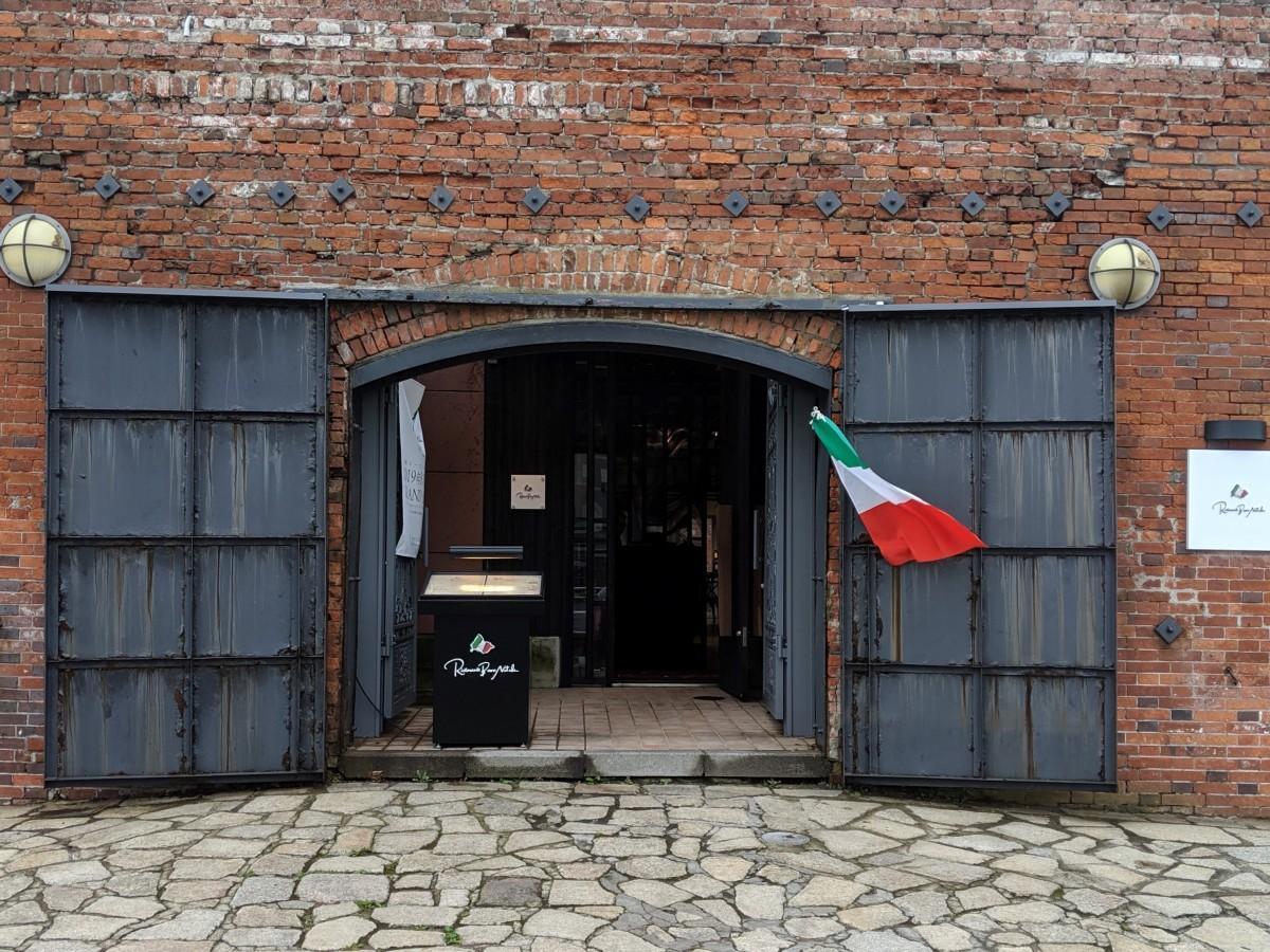 金森倉庫に入口を構える「ボンナターレ」はイタリア語で「メリークリスマス」の意