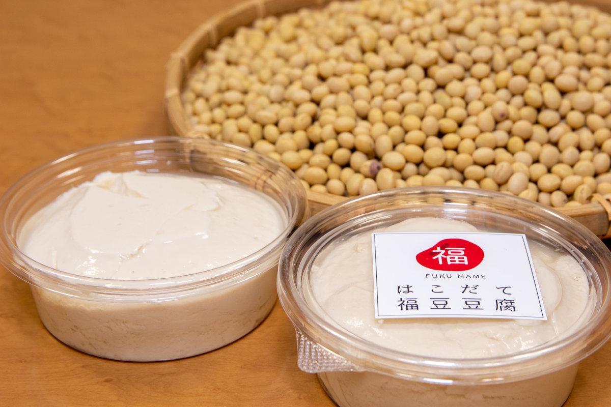 豆腐店自らが有機農法で育てた「鶴の子大豆」を各店の製法で寄せ豆腐に仕上げた