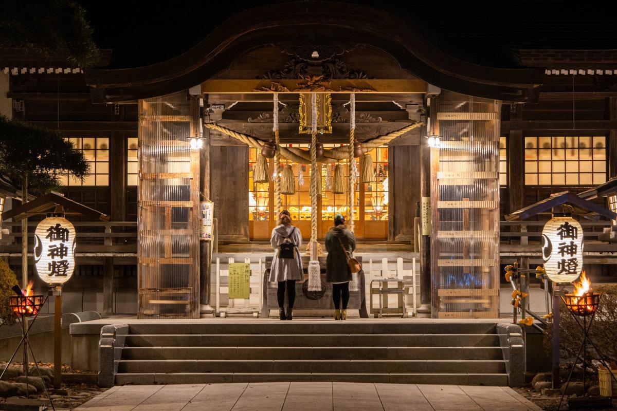 湯の川温泉街にある神社や寺などが夜間開放された