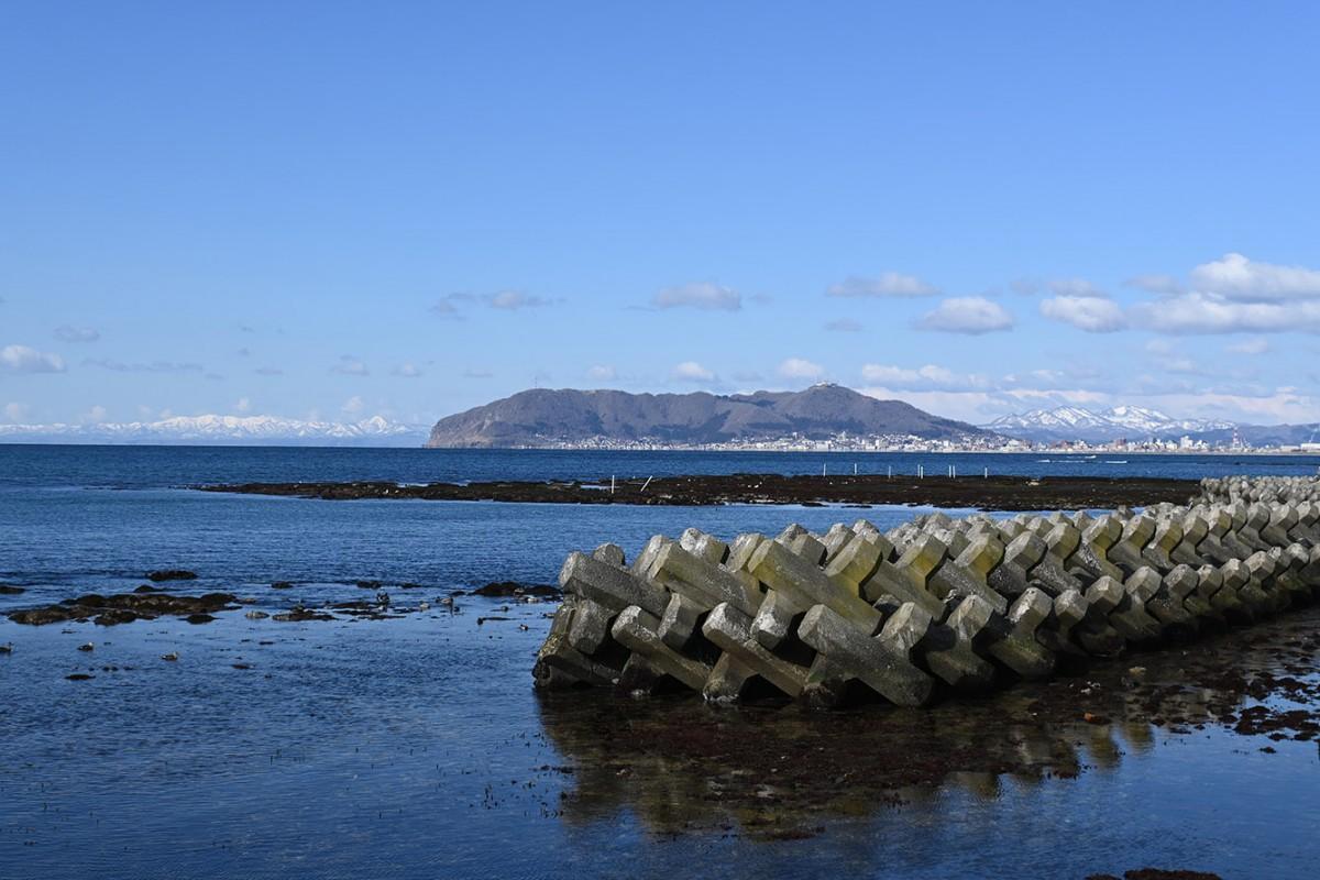 志海苔海岸からは函館山の全景を眺めることができる