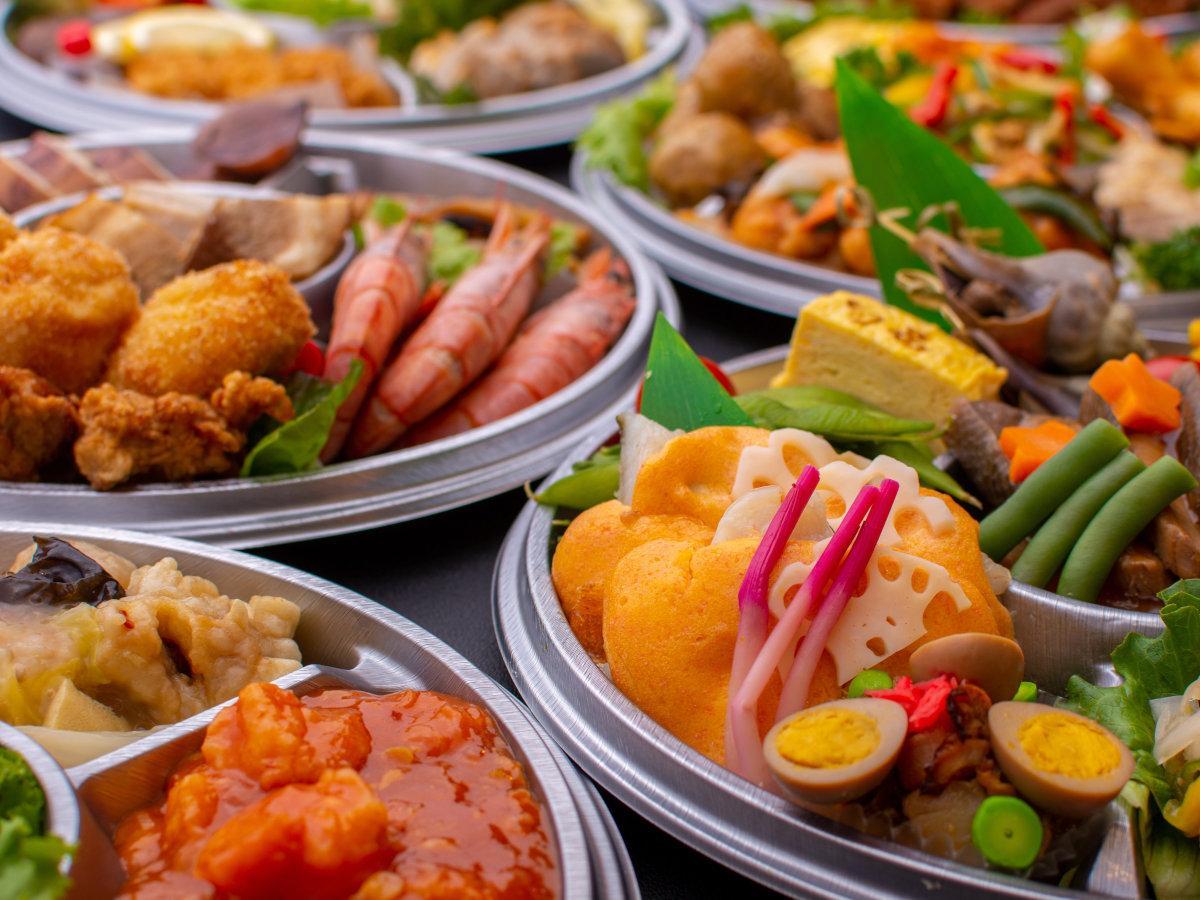 函館市内の飲食店30店が調理した90種類以上の「夕食のおかず」を夕方までに職場に届ける