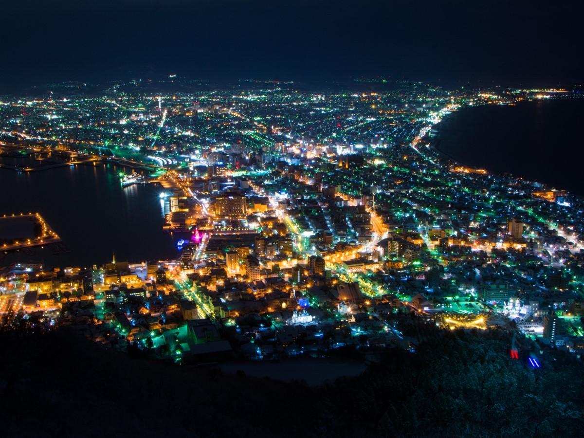 夜景を見下ろす函館山山頂展望台も「ラブライブ! サンシャイン!!」の作品中で描かれた