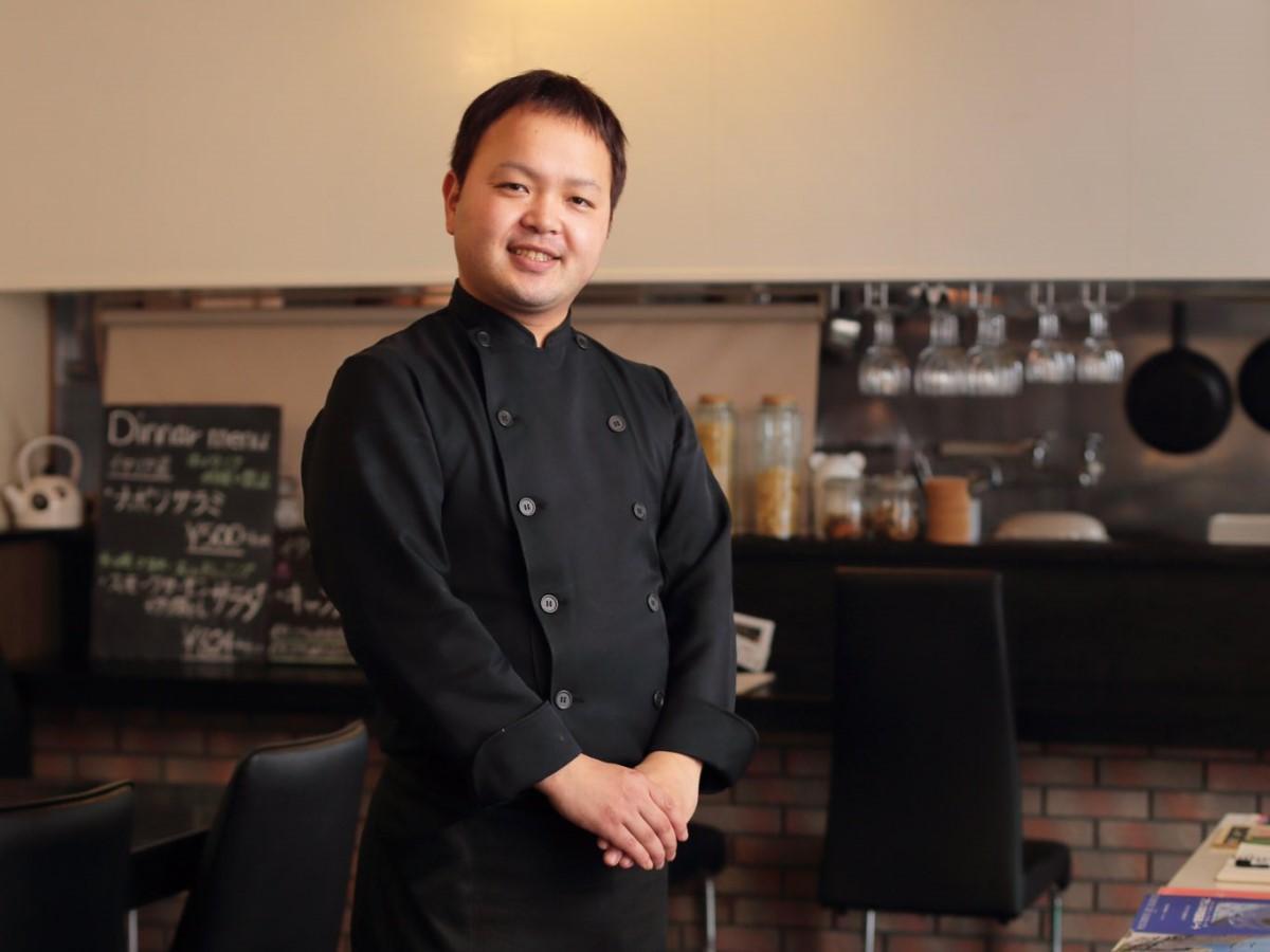 「商売は度外視して、新成人のために自分ができることをしたい」と話す佐藤誠一シェフ