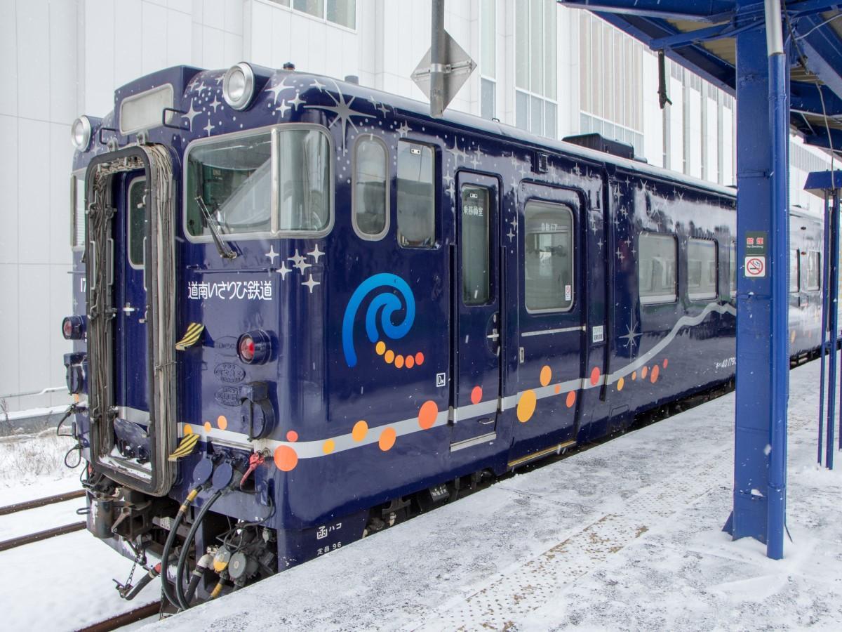 観光列車「ながまれ号」がクリスマス仕様になり、「ながまれ海峡号クリスマストレイン」として運行する