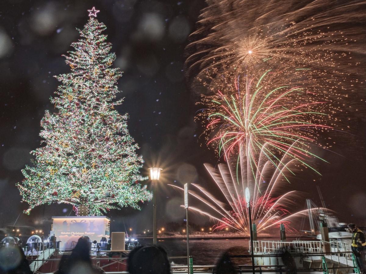 12月23日~25日の3日間限定で18時の花火を約5分間に拡大して打ち上げる