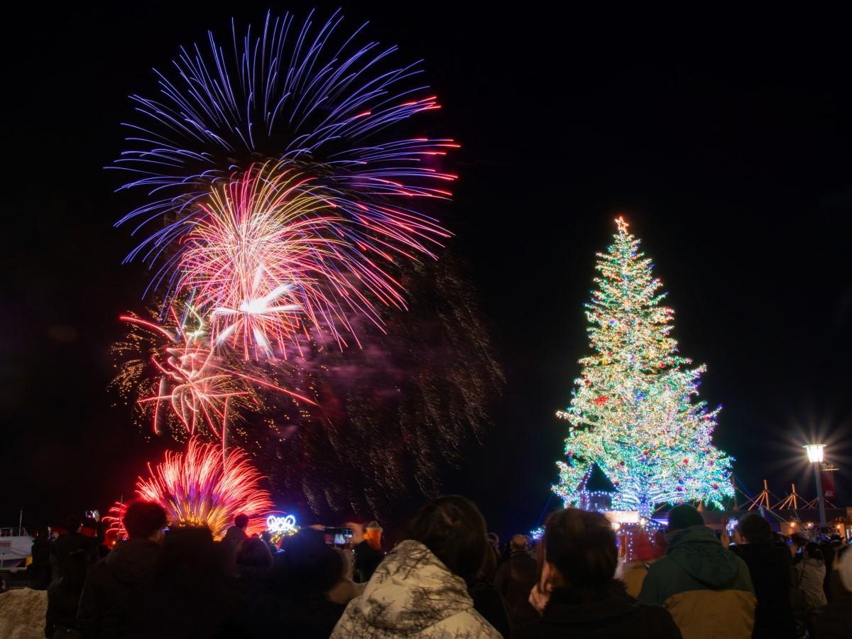 ツリー点灯時の花火打ち上げが通常の1分間から5分間に拡大された