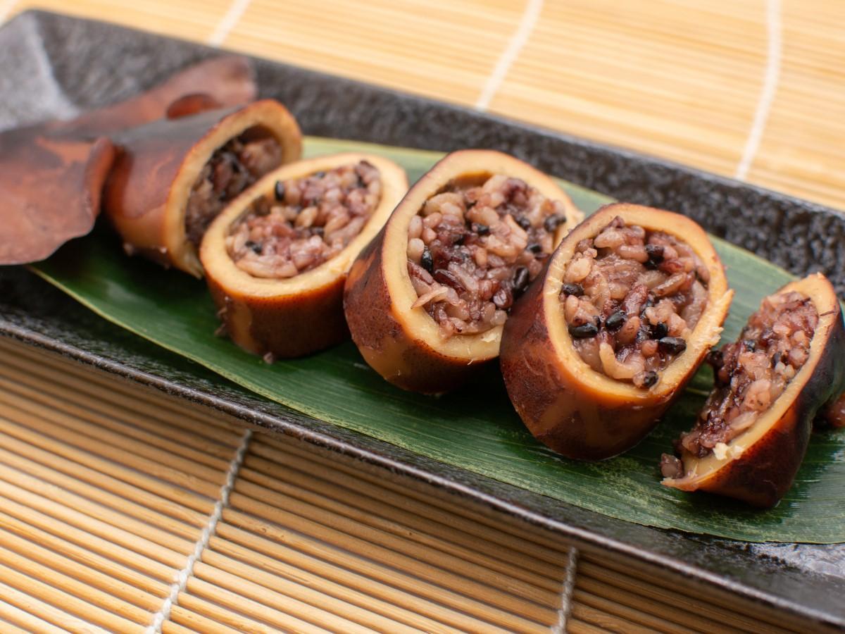 北海道福島町産の黒米を使った「黒米いかめし」