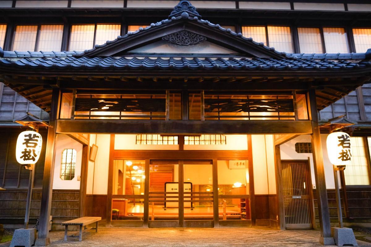 4月20日、13カ月ぶりに営業を再開する割烹旅館若松