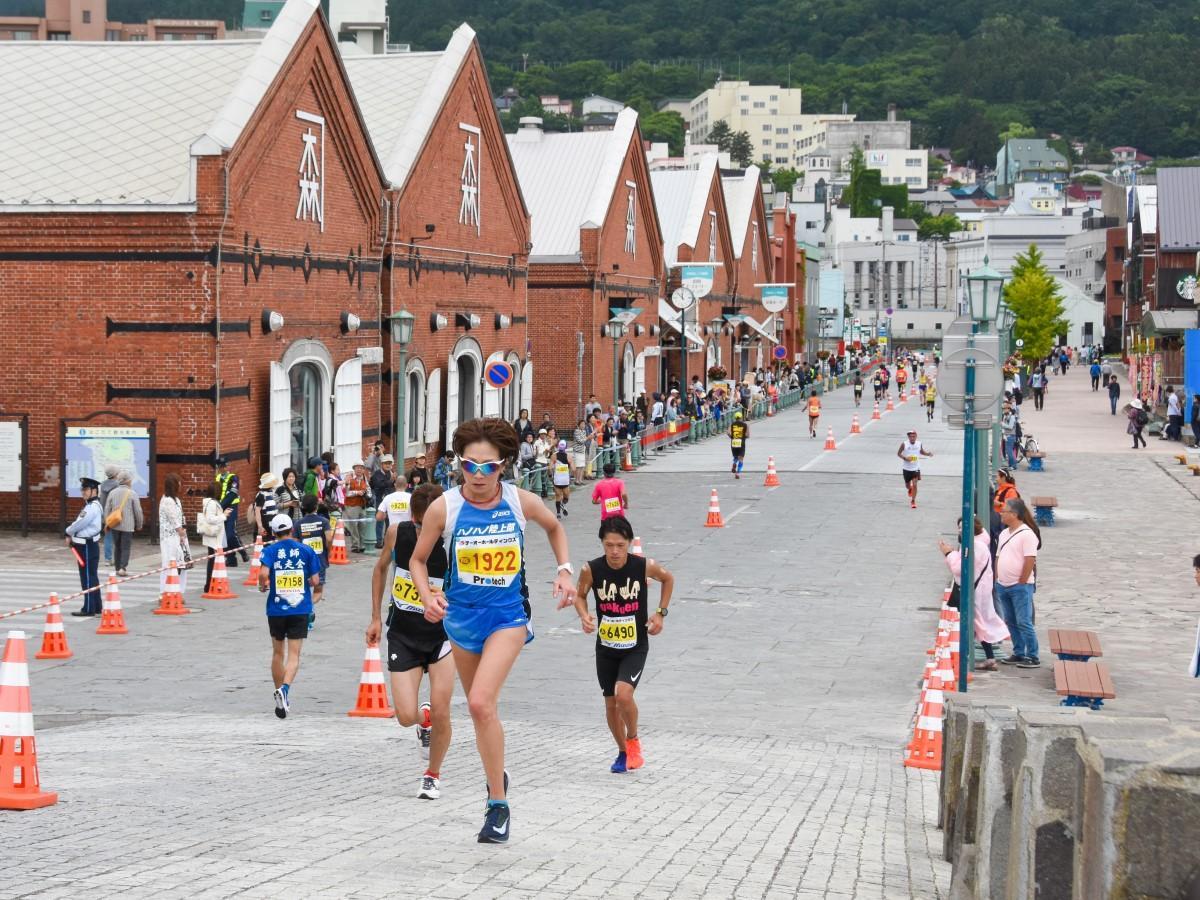 例年全国から約8000人が参加する函館マラソン