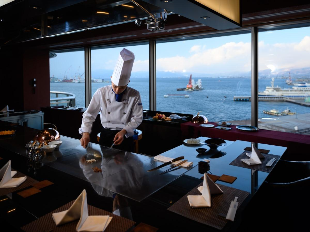 函館湾の景色を眺めながら食事できる「鉄板焼ビュメール」の鉄板焼ランチ