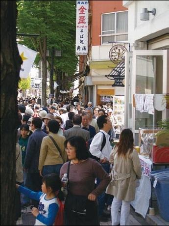 例年数十万人が訪れる「吉田町通り アート&ジャズフェスティバル」