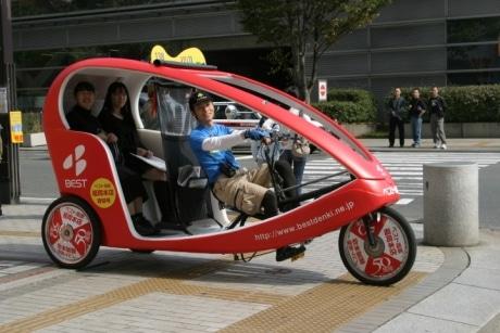 横浜に3月末、ベロタクシーが運行を開始する(写真=福岡で運行するベロタクシー)