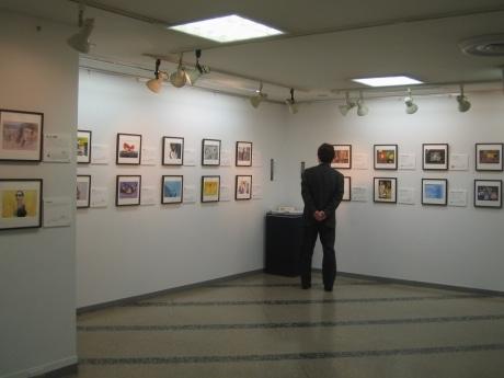 有隣堂ギャラリーで「わたしとJAZZ」展が開催されている(写真=ギャラリー内観)