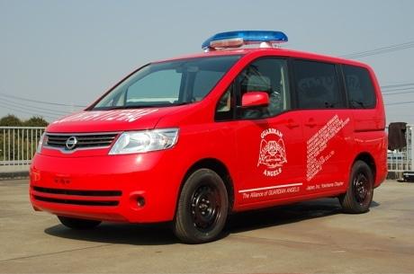 新パトロール車両は青色灯を装備した特別仕様の日産セレナ