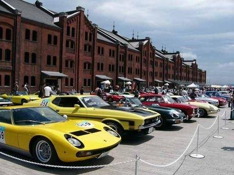 走る自動車博物館「ジャパン・ヒストリックカー・ツアー」の昨年の様子