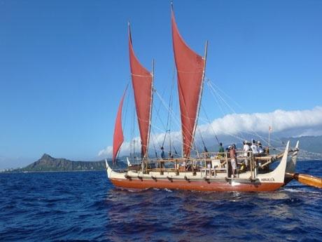 ©ハワイ州観光局 「ホクレア号」