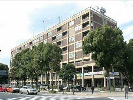開港100周年を記念して1959年に建設された横浜市庁舎