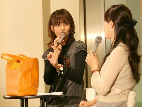 29日に行われたコレクション発表会に登場した加藤夏希さん(有楽町阪急)