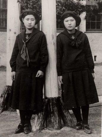 大正期に制服として採用された「福岡女学院」のセーラー服