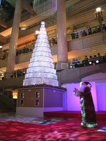 11月8日に開催されたランドマークプラザの「クリスタルツリー」点灯式の様子。