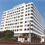 1階にある横浜産貿ホールをリニューアル予定の産業貿易センタービル外観