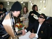 CKB横山剣さん、伊勢佐木町でサイン会-自叙伝出版記念で