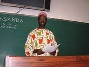 「一日アフリカ体験」で教育に関する講演を行うディウフ・エル・ハッジ・マサンバさん