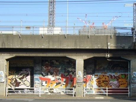東急東横線(横浜~桜木町駅)跡の高架下の壁画