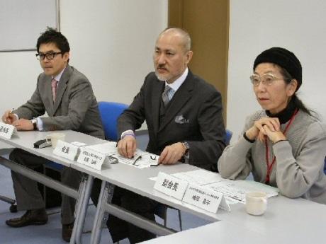 近沢弘明会長(中央)と副会長に就任した大川哲郎さんと嶋田昌子さん