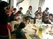 「EARTH LIVING + cafe」に集まる子育て中のママたち