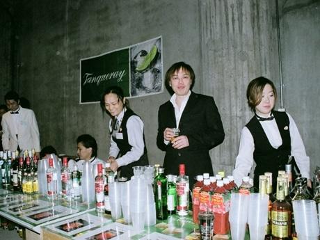 横浜でバー誕生148周年祝いチャリティーカクテルパーティー