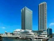 左側が横浜ダイヤビルディング、右側はナビューレ横浜タワーレジデンス、手前は横浜ベイクォーター。