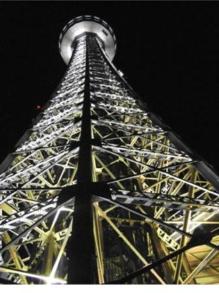 試験点灯の際の横浜マリンタワー