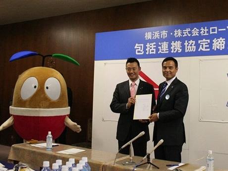 中田市長とローソン新浪社長が包括連携協定調印には「たねまる」も参加