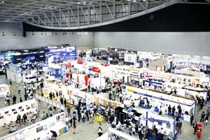 2008年の「地理空間情報フォーラム」会場風景