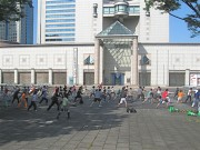 横浜美術館前で朝の太極拳&ヨガ―参加自由の健康エクササイズ