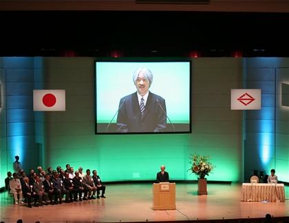 式典であいさつする秋篠宮殿下